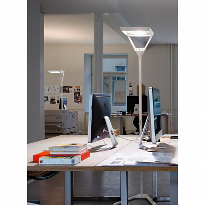 dimmbare LED-Stehlampe VERTO in weiss