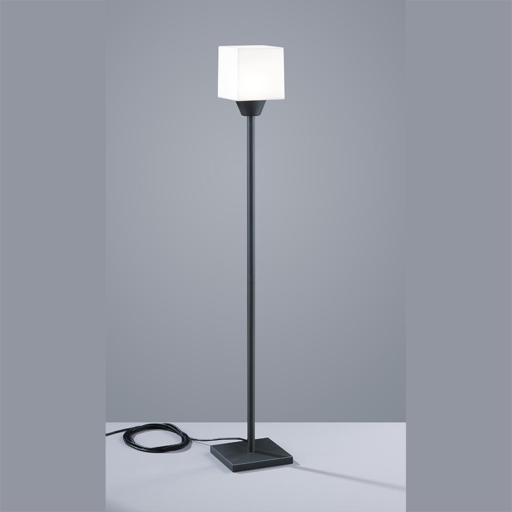 hohe stehleuchte als aussenlampe mit led licht. Black Bedroom Furniture Sets. Home Design Ideas