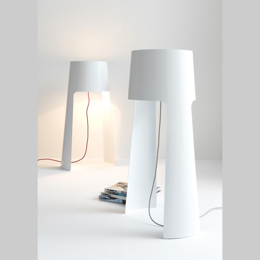 schlichte dezente stehlampe anta coen silber matt kabel rot. Black Bedroom Furniture Sets. Home Design Ideas